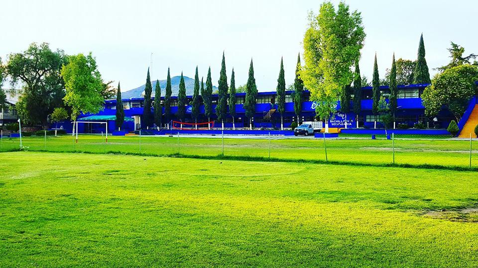 Instituto Moderno Teotihuacan edific