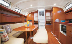 cyclades 43 4 dinette.jpg