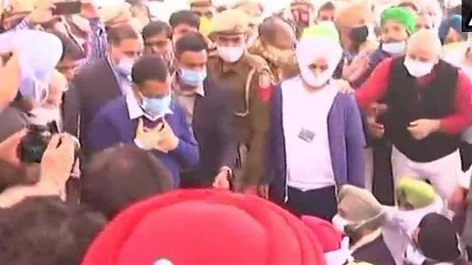 Farmers' demands valid, will back Bharat Bandh: Kejriwal at Delhi's Singhu border