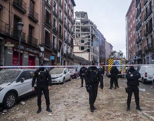 """Gas explosion rips through Madrid building, killing 4"""