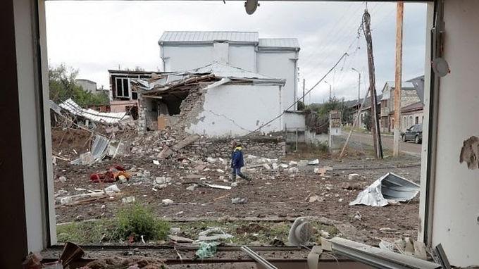 Nagorno-Karabakh: Armenia and Azerbaijan ceasefire comes into effect