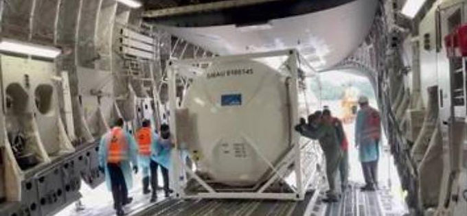 """""""Singapore deploys aircraft to rush oxygen cylinders to India"""""""
