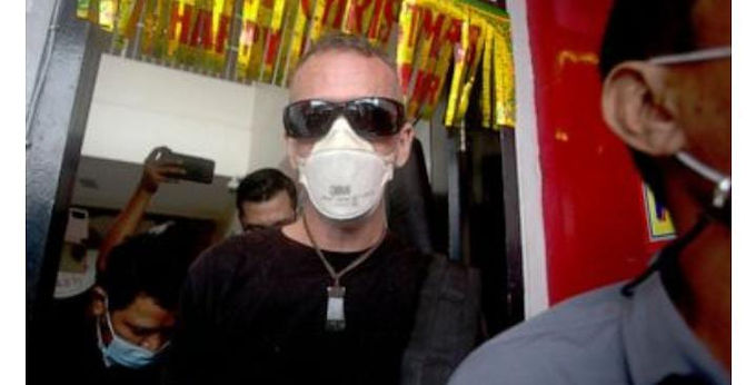 """""""UK man convicted in policeman's death leaves Bali prison"""""""