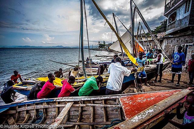 Men working together to haul in the boat