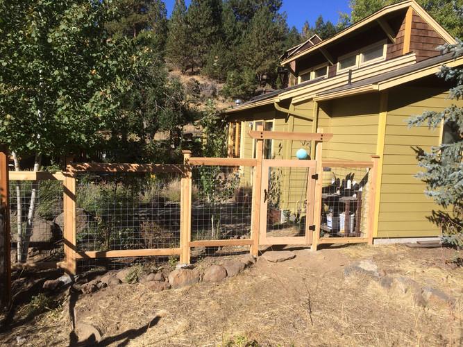 6' Wire Grid & Cedar Fence with Gate