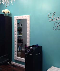 styling mirror and station