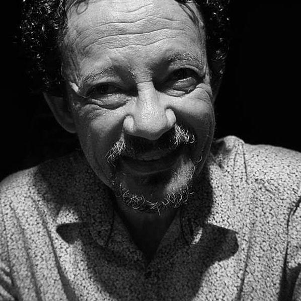 Poeta brasileiro, Gilson Cavalcante, escritor independente, biografia, perfil.