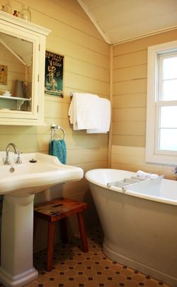 Lindsay_bathroom