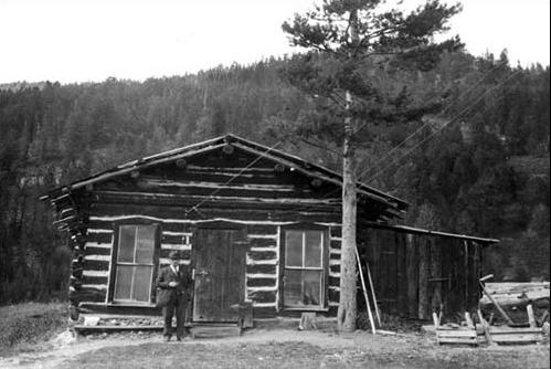 1923 - Old miner's cabin
