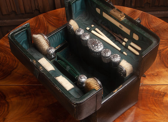 A Victorian Lady's Fitted Travelling Case