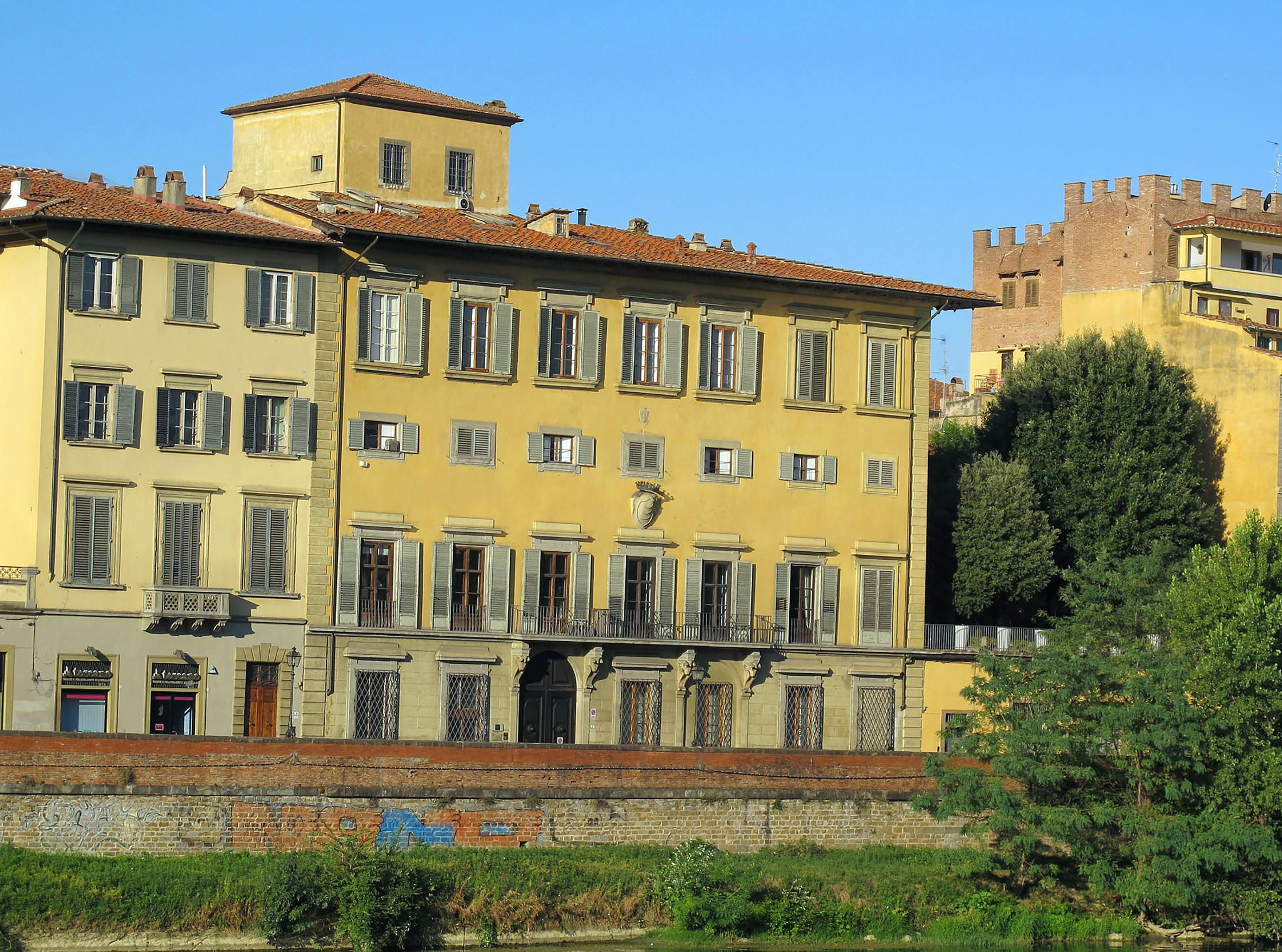 Lungarno_guicciardini,_palazzo_guicciardini_bardi_(mattina)_02-1