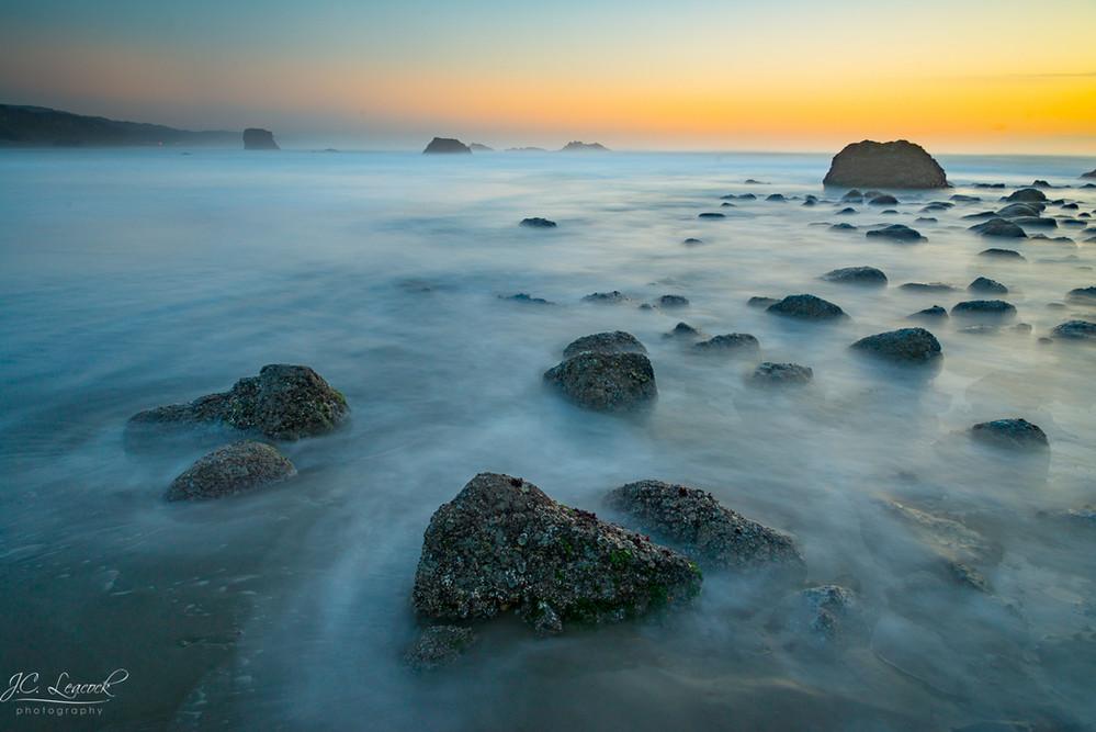 Surf amongst the rocks