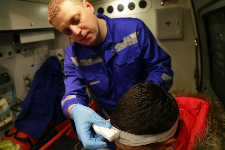 Фото человека в машине скорой помощи
