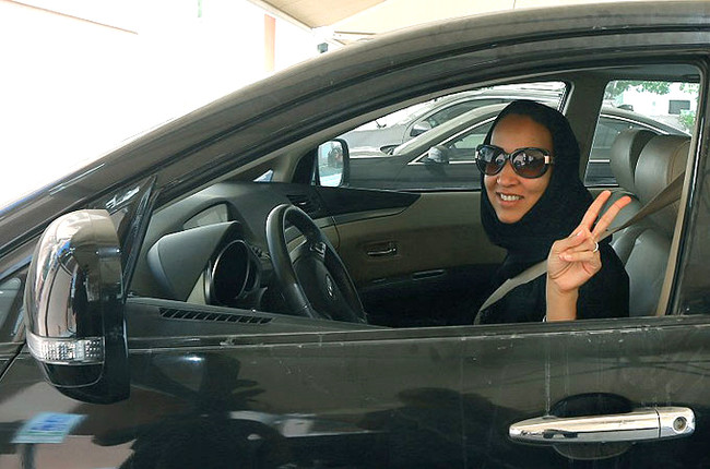 Μεγάλη νίκη του γυναικείου κινήματος στη Σαουδ.  Αραβία: Επιτράπηκε η οδήγηση στις γυναίκες