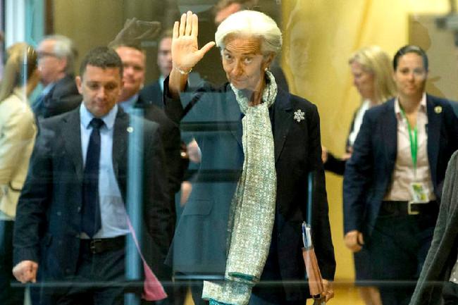 Άμεση νομοθέτηση για μείωση αφορολόγητου και συντάξεων απαιτεί από την Ελλάδα το ΔΝΤ