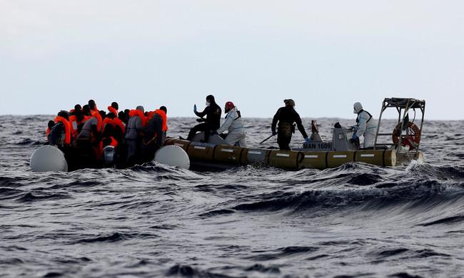 Νέα τραγωδία με 146 ακόμη πρόσφυγες από την Αφρική στα νερά της Μεσογείου - Πολλές έγκυες και μικρά