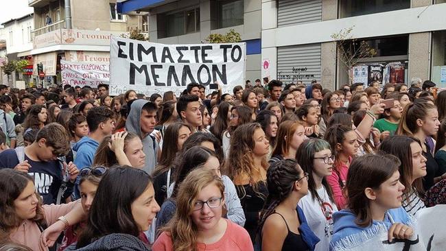 ΤΩΡΑ: Όλοι οι μαθητές στο Υπουργείο Παιδείας - Δυναμική απάντηση σύσσωμου του μαθητικού κινήματος στ