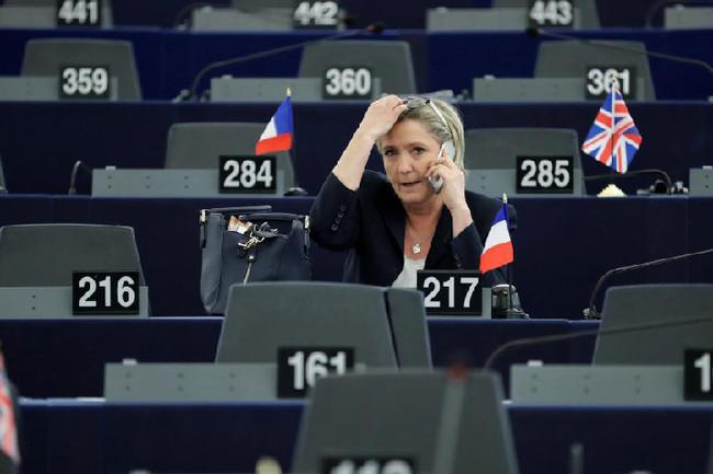 Με συντριπτική πλειοψηφία η άρση της βουλευτικής ασυλίας της Λεπέν από το Ευρωκοινοβούλιο