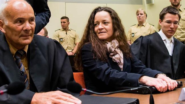 Iσόβια κάθειρξη ζήτησε για την αρχηγό της νεοναζιστικής οργάνωσης που διέπραξε 10 δολοφονίες η Εισαγ