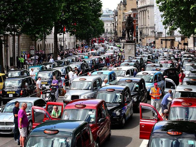 Tέλος στη νομότυπη πειρατεία της Uber από την Υπηρεσία Μεταφορών του Λονδίνου - Τεράστια νίκη για 50