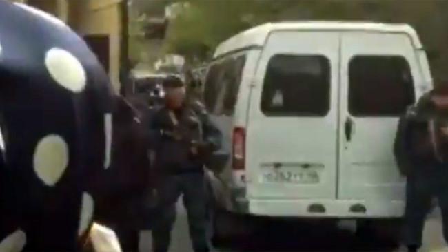 Ένας μαθητής νεκρός και τρεις βαριά τραυματίες από έκρηξη χειροβομβίδας μέσα σε σχολείο του Καυκάσου