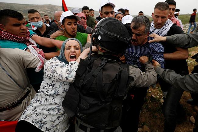 Επίθεση με πλαστικές σφαίρες εναντίον Παλαιστινίων από Ισραηλινούς στρατιώτες - Τουλάχιστον 45 οι τρ