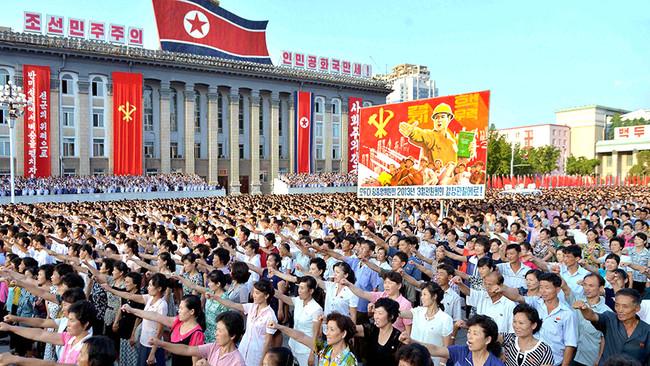 Επί ποδός πολέμου η Β. Κορέα: 3,5 εκατ. πολίτες ζήτησαν να ενταχθούν στον Στρατό - Ευρεία σύσκεψη όλ