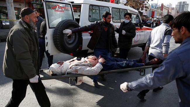 Απίστευτη φρίκη και νέο λουτρό αίματος στην Καμπούλ - Τουλάχιστον 95 νεκροί και 150 τραυματίες από α