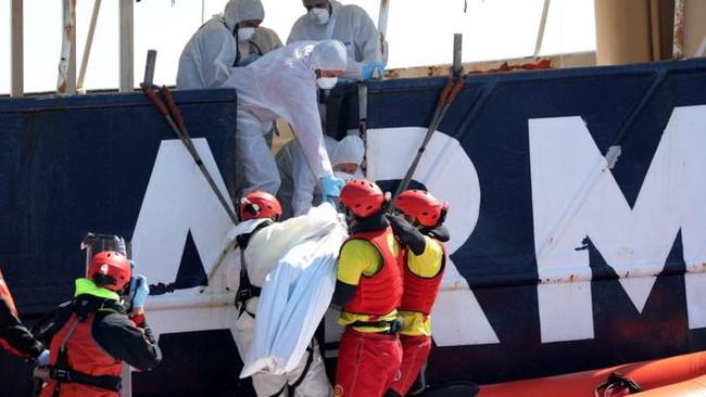 ΕΚΤΑΚΤΟ: Ναυάγιο με τουλάχιστον 200 αγνοούμενους πρόσφυγες ανοικτά της Λιβύης