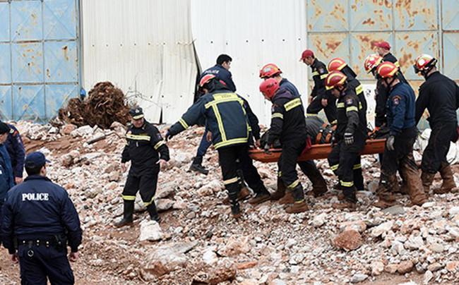 Δυο ακόμη νεκροί από το έγκλημα στη Μάνδρα Αττικής - Στους 23 ο συνολικός αριθμός των θυμάτων