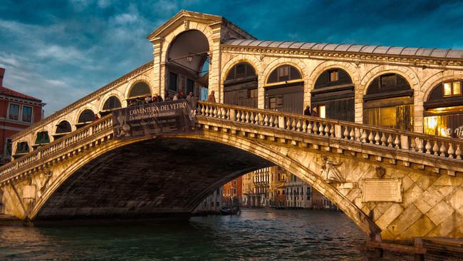 Βενετία: Συνελήφθησαν τρεις Κοσοβάροι τζιχαντιστές που σχεδίαζαν την ανατίναξη της γέφυρας του Ριάλτ