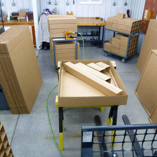 Building shipping cases, each box has 10 elements to ensure your bench arrives in good condition.