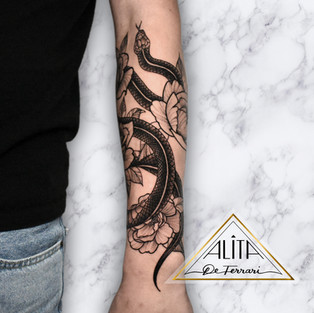 alita_de_Ferrari_half_sleeve_snake_flowe