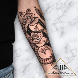 alita_de_Ferrari_snake_flower_tattoo_lin
