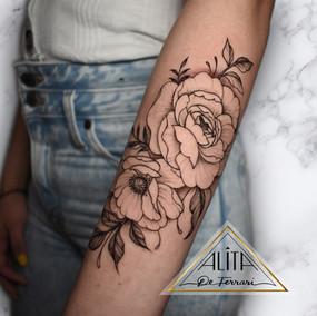 alita_de_Ferrari_arm_delicate_floral_tat