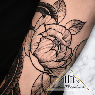 alita_de_Ferrari_peony_half_sleeve_tatto