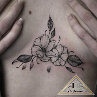 alita_de_ferrari_floral_Sternum_tattoo_c