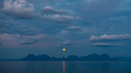 Månelyst-i-Vestfjorden-FOTO-Thor-Due-Nat