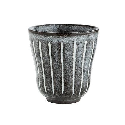 Becher aus Steinzeug Grau