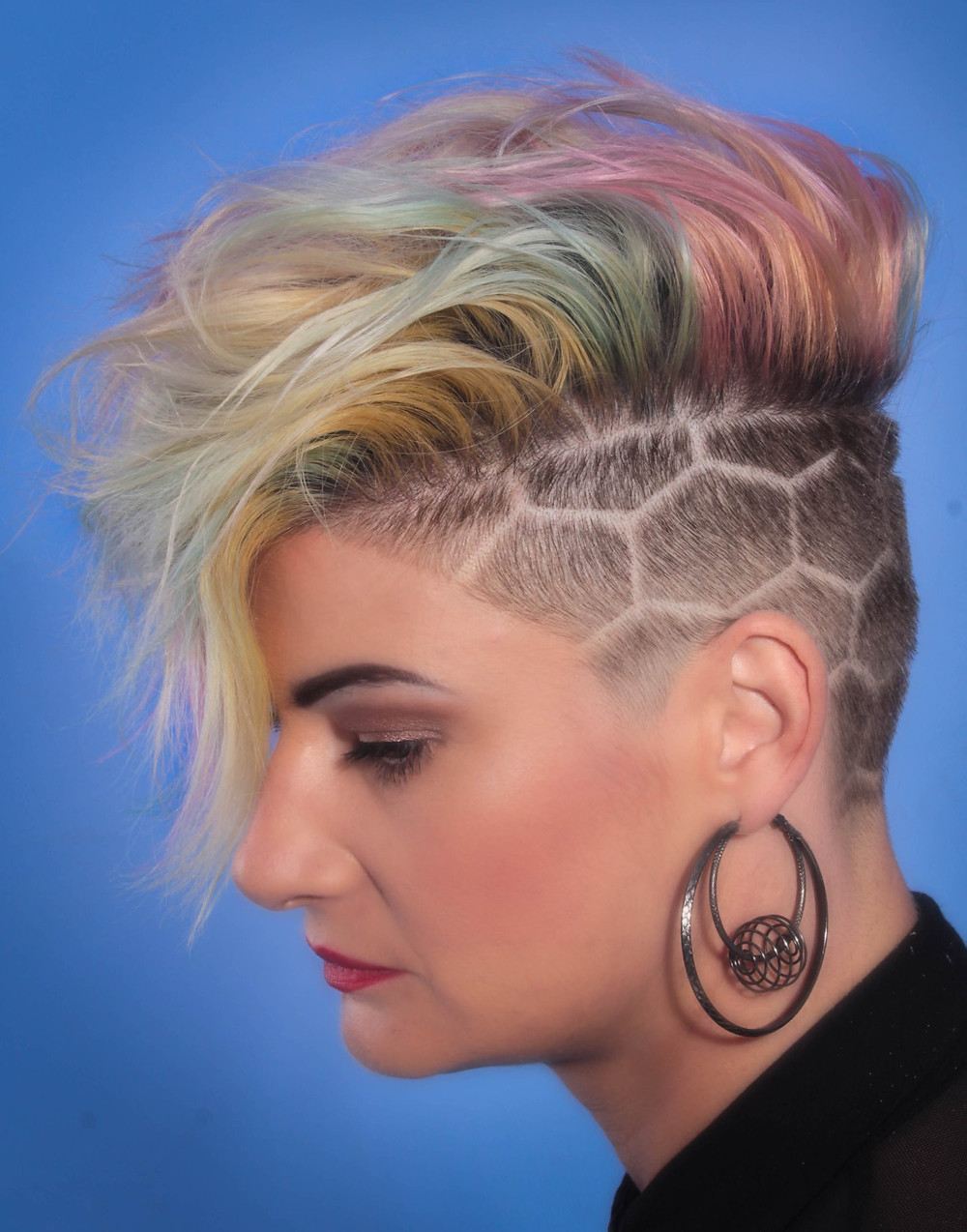 hair model with undercut patterns