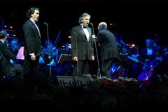 Andrea-Bocelli-Tenorista-orchester-Brati