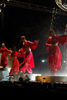 Cirkus-Svet-Kosice-tanecnici.JPG