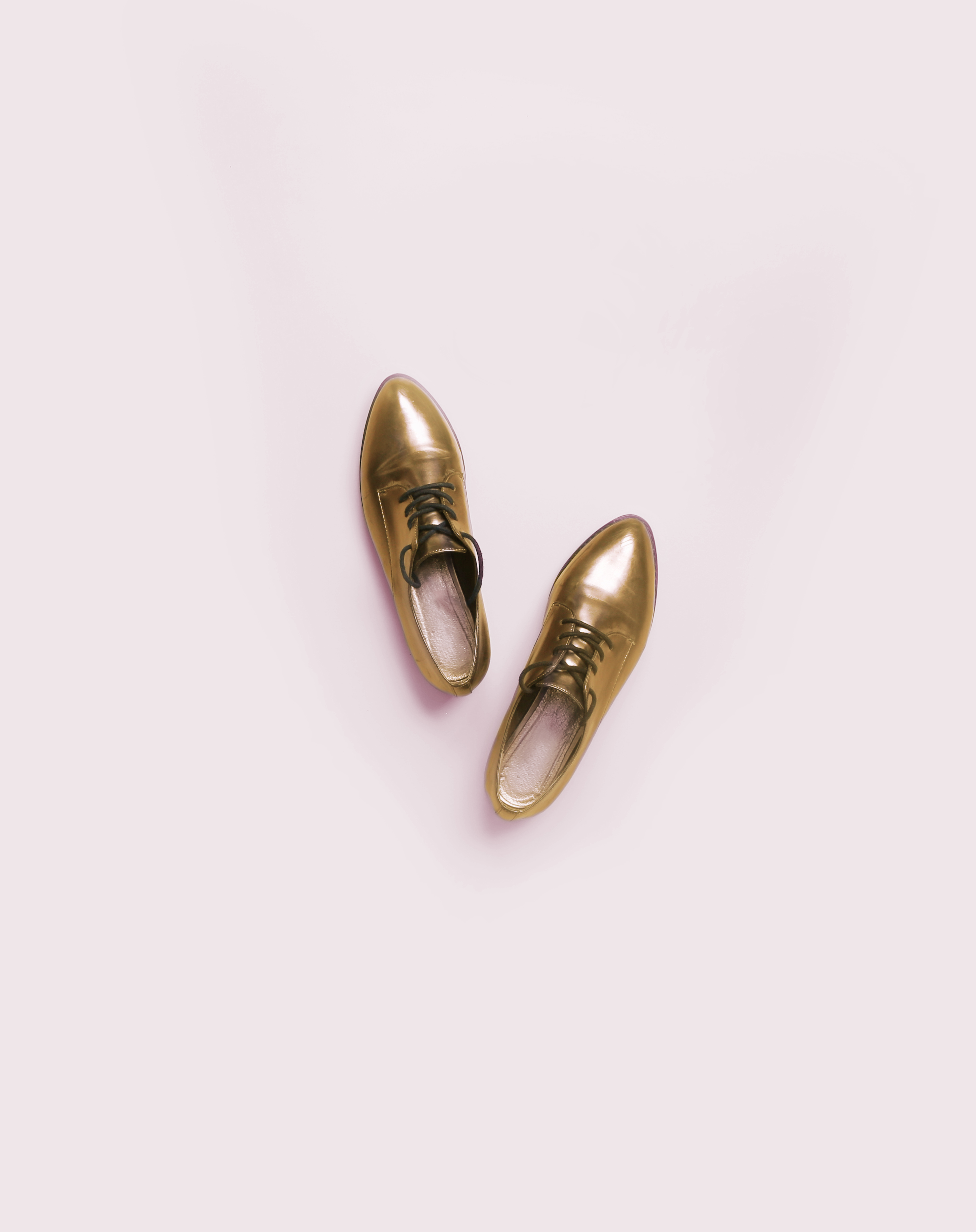 Chaussures en or