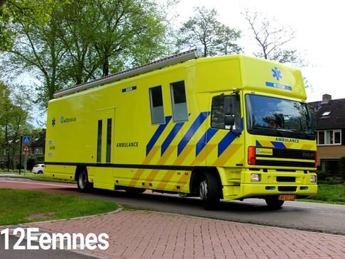 Ambulancegigant bij Huis van Eemnes