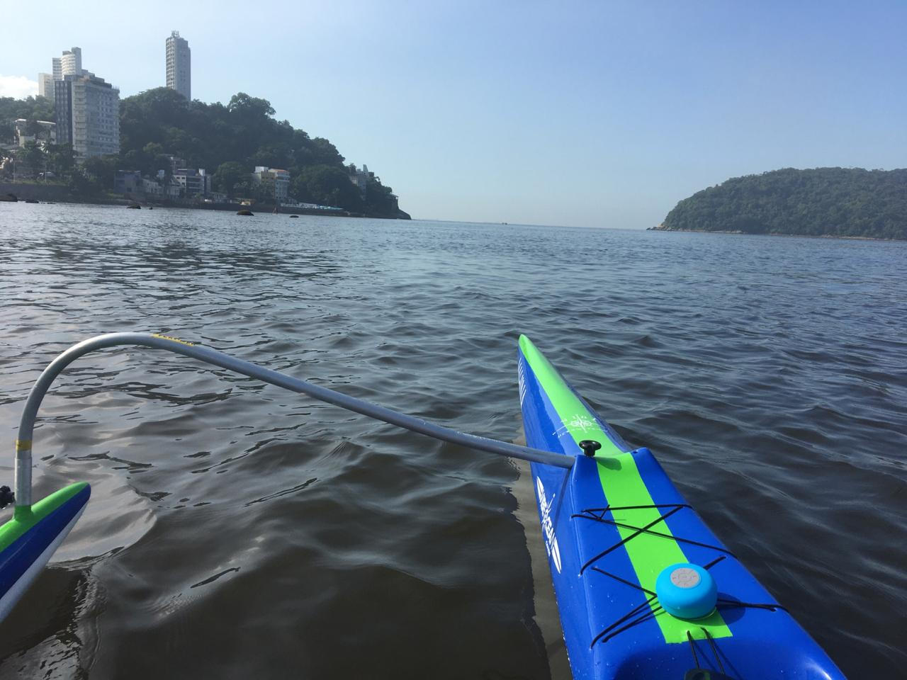 Canoa com ótimo desempenho para navegação oceânica ou em represas.