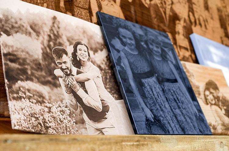 Deri, ahşap, granit gibi metaryellere düğün fotoğrafları kazınması