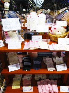 絹屋のシルク製品を種類豊富にご用意しております
