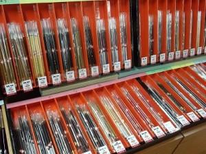 様々な毛質・大きさの筆が種類豊富にございます