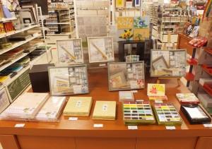 3階アートのフロアでは、日本画用品を扱っています。