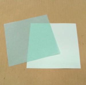 出来上がったワックスペーパーは、紙の色が少し濃くなります。